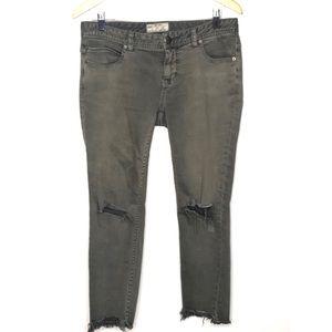 Free People Green distressed jean Size 29